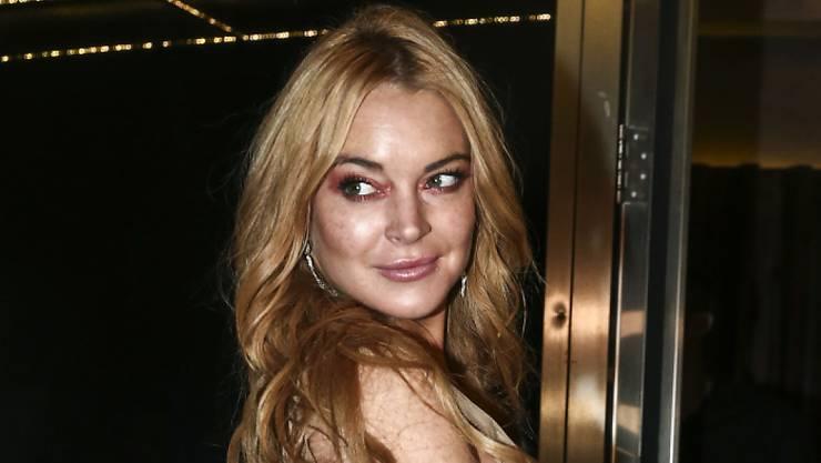 Erst versprach Lindsay Lohan, in Kettering den örtlichen Christbaum anzuknipsen, aber jetzt zeigt sie der britischen Gemeinde die kalte Schulter. (Archivbild 16.10.16)
