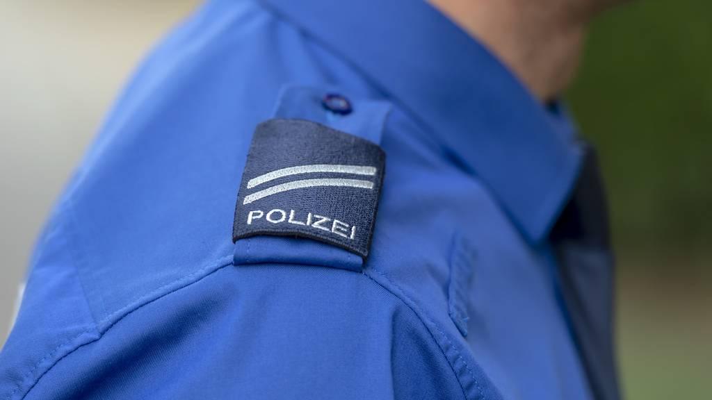 Polizisten wollen sich nicht ausweisen – Video geht viral
