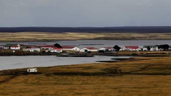 Argentinien möchte mit Grossbritannien über die Falklandinseln verhandeln. Im Bild der Ort Goose Green, wo im Krieg um die Inseln 1982 eine Schlacht ausgetragen wurde. (Archiv)