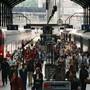 Voraussichtlich bis am Dienstagmorgen bleibt der Bahnverkehr zwischen Luzern und Ebikon auf der Strecke Luzern-Zürich unterbrochen.