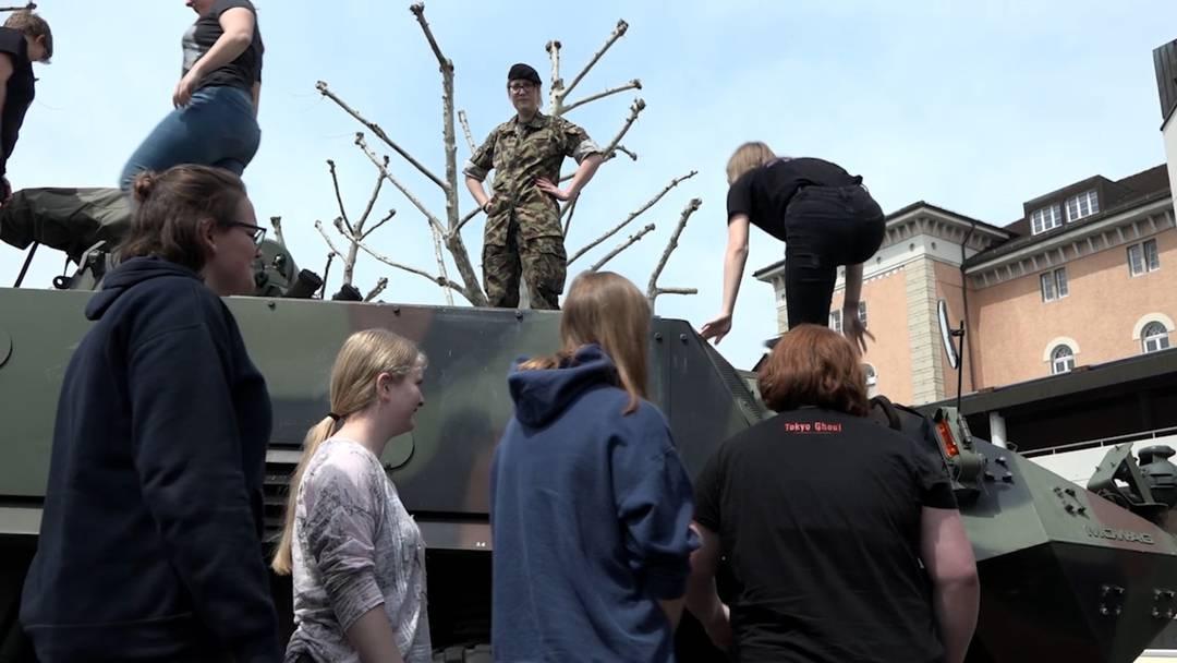 «Wenn das die Männer schaffen, schaffe ich das auch»: Frauen am Orientierungstag der Armee in Aarau, Mai 2019.