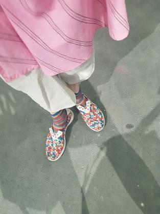 Wie gepixelt. Pipilotti Rists bunte Schuhe.