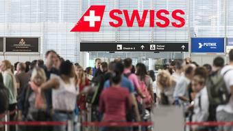 Der Flughafen Zürich vermeldet fast 30 Millionen Passagieren im ganzen Jahr 2016 und damit eine Zunahme von 5,3 Prozent. (Archiv)