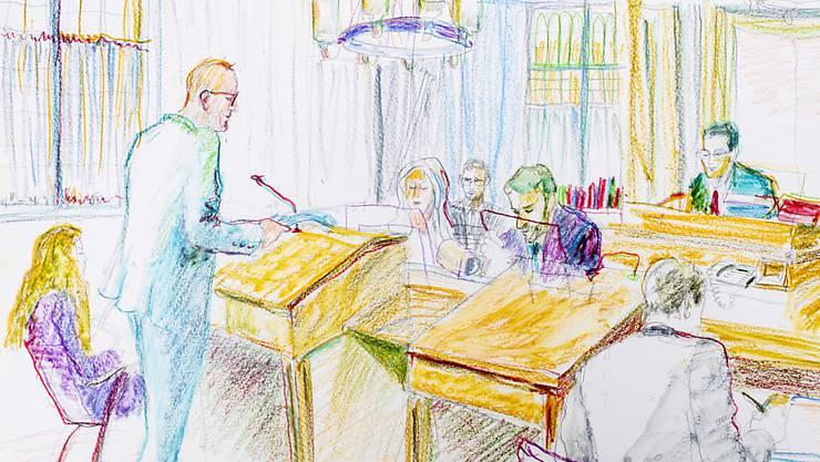 """Der Staatsanwalt will den Jugendstraftäter """"Carlos"""" verwahren. Die Öffentlichkeit müsse vor ihm geschützt werden, forderte er am vergangenen Mittwoch in seinem Plädoyer. (KEYSTONE/Zeichnung Linda Grädel)"""