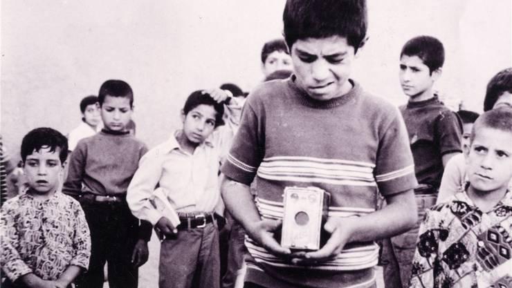 «The Traveler» (Mossafer): Im ersten Spielfilm des berühmten Filmemachers Abbas Kiarostami tut ein Bub fast alles, um ein Spiel seines Lieblingsfussballklubs sehen zu können.zvg