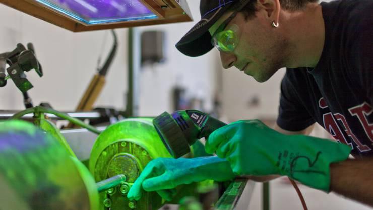 In strukturschwachen Regionen, in denen die Steuern gesenkt wurden, konnten leicht mehr Arbeitsplätze in der Industrie vor dem Aus gerettet werden.