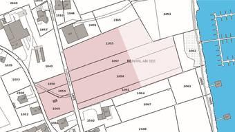 Sieben der acht Parzellen an der Hallwilstrasse. Die achte (Nr. 1029) liegt unmittelbar südöstlich.  (Plan: Kanton Aargau)