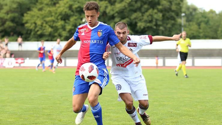 Die U21 des FC Basel (vorne) setzten sich gegen Bavois 2:1 durch. Im nächsten Spiel wartet mit Nyon ein stärkeres Kaliber.