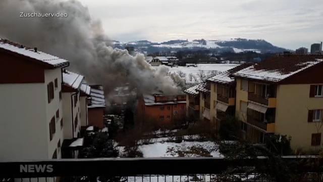 Gümligen: Frau nach Dachbrand eines Mehrfamilienhauses tot aufgefunden