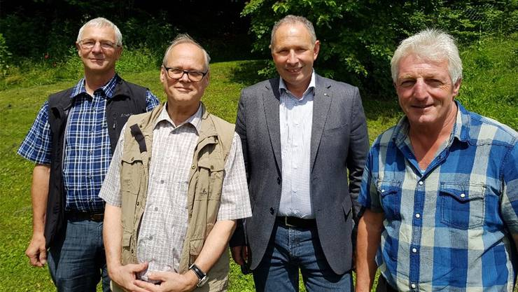 Martin Roth (Kreisförster Dorneck-Thierstein), Jürg Froelicher (Kantonsoberförster) und Walter Brönnimann (Revierförster Mittleres Gäu) werden dieses Jahr pensioniert. FPSO-Präsident Georg Nussbaumer würdigte ihre Dienste (v. l.).