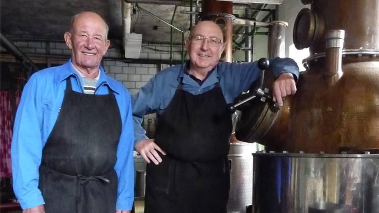 In der alten Brennerei: Inhaber Robert Wyss (r.) und sein langjähriger Mitarbeiter Hans Käsermann.
