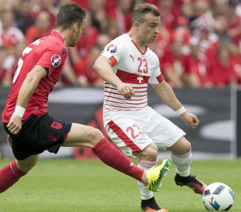 Das Spiel an der EM 2016 zwischen der Schweiz (rechts) und Albanien (links) war für Haris Seferovic nicht speziell. Ihn interessieren die politischen Aspekte nicht.