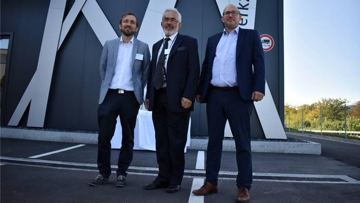 Michael, Ulrich und Raphael Jehle (von links) sind stolz auf den Neubau – das neue Zuhause der Jehle AG.