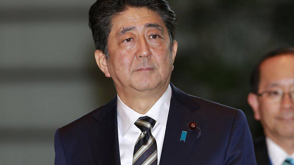 Er bleibt: Japans Premierminister Shinzo Abe wurde wiedergewählt. (Archiv)