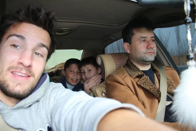 Von Stadtende Kashgar nach Yarkant: Auch Jilil und seine zwei Söhne sind Uiguren, wie fast alle meine Fahrer in dieser Woche.