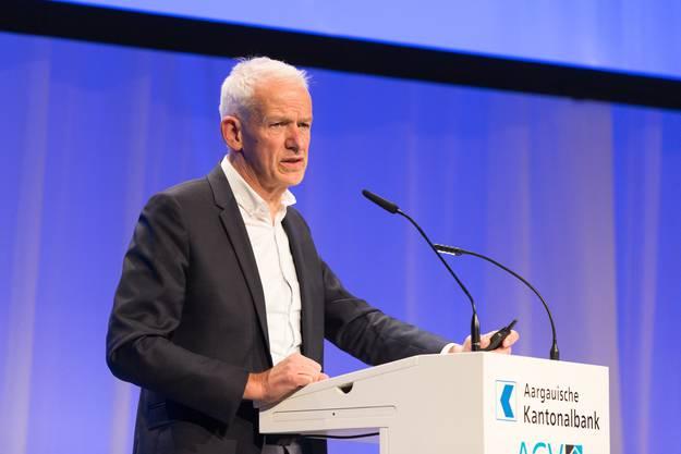 Dr. h. c. Lukas Bühlmann (Direktor Schweizerische Vereinigung für Landesplanung VLP, Bern) bei seinem Referat.