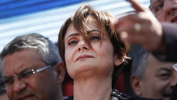 Die Istanbuler Vorsitzende der oppositionellen Republikanischen Volkspartei (CHP), Canan Kaftancioglu, ist  zu fast zehn Jahren Haft verurteilt worden. (Archivbild)