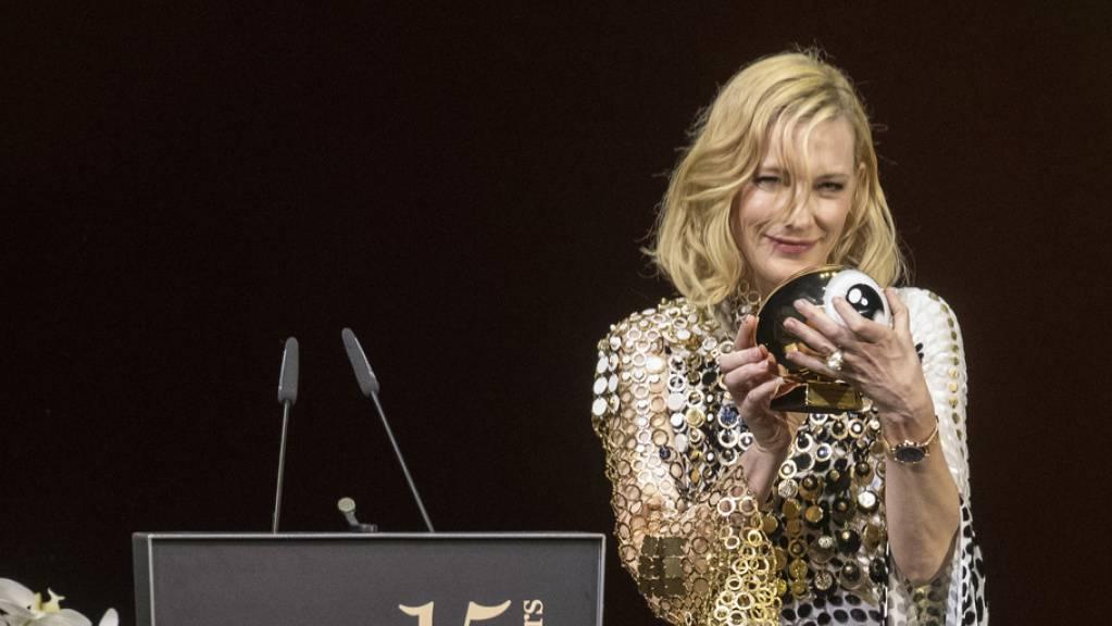 Die australische Schauspielerin Cate Blanchett freut sich über die «verrückte» Idee des Zurich Film Festivals, ihr den «Golden Icon Award» zu verleihen. (Keystone/Ennio Laenza)