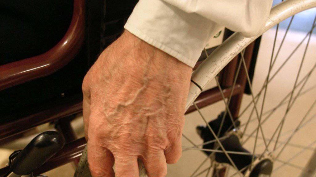 Beratung und Betreuung von älteren Menschen wird für die Schweizer Gesundheitsligen immer wichtiger. (Symbolbild)