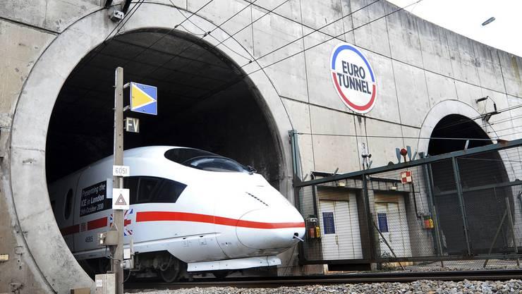 Seit kurzem verkehren die deutschen ICE-Züge auch durch den Eurotunnel, der Grossbritannien mit dem europäischen Festland verbindet.