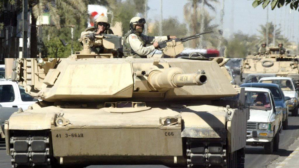 Ein Abrams-Panzer der US-Armee im Einsatz in der irakischen Stadt Tikrit im November 2003. (Archivbild)