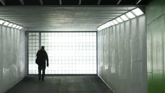 Am Bahnhof Solothurn sticht ein unbekannter Täter einem Asylbewerber ein Messer in die Brust. Davor kam es zum Streit.
