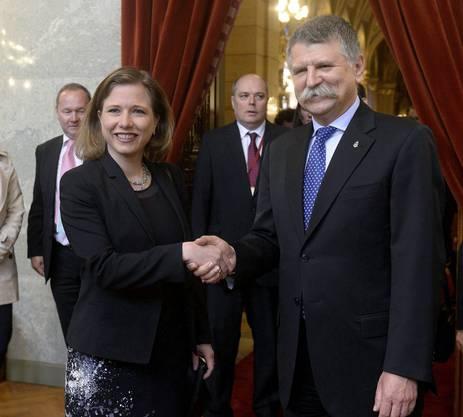 Bereits im April 2016 traf er sich mit der damaligen Schweizer Parlamentspräsidentin Christa Markwalder in Budapest.