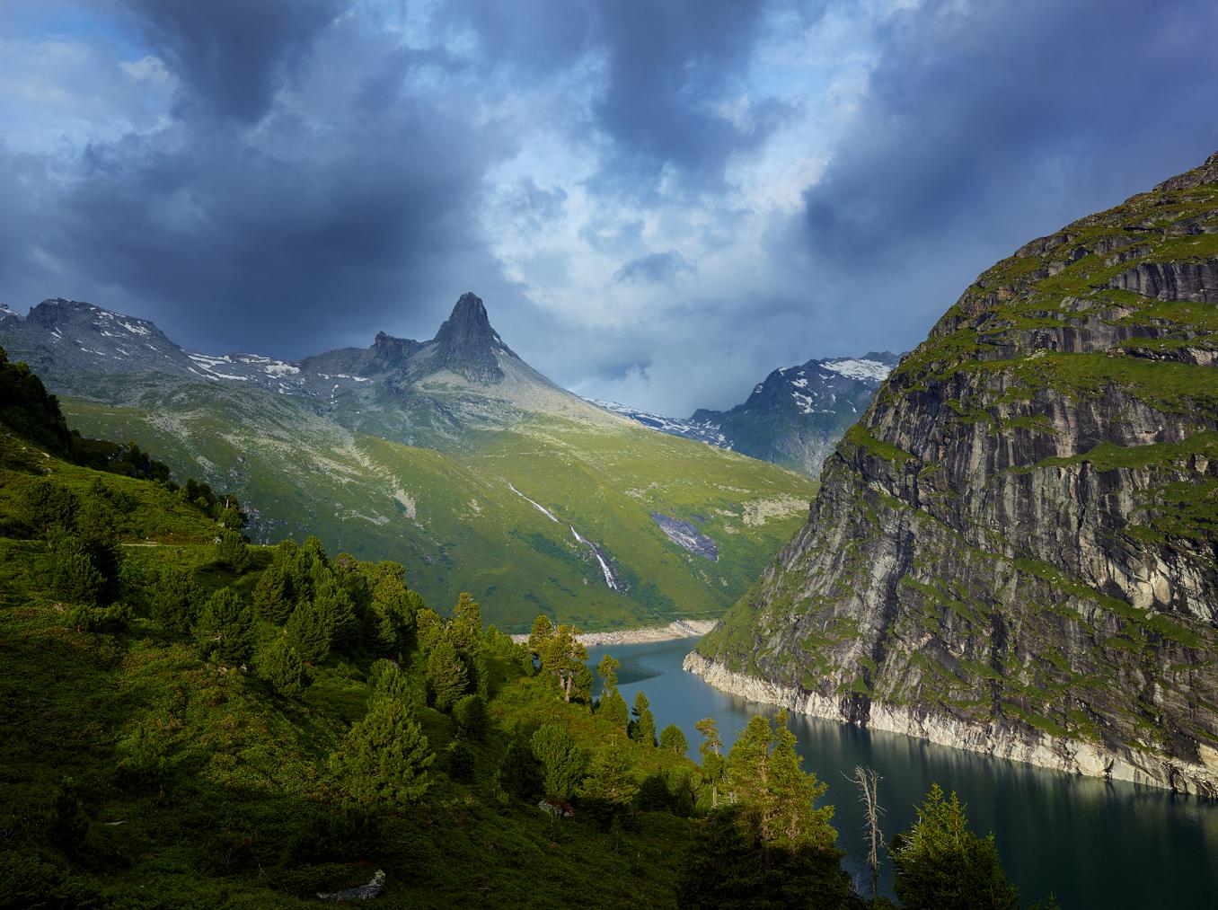 Aussicht auf den Stausee auf dem Panoramaweg oberhalb von Vals. (Bild: zVg)