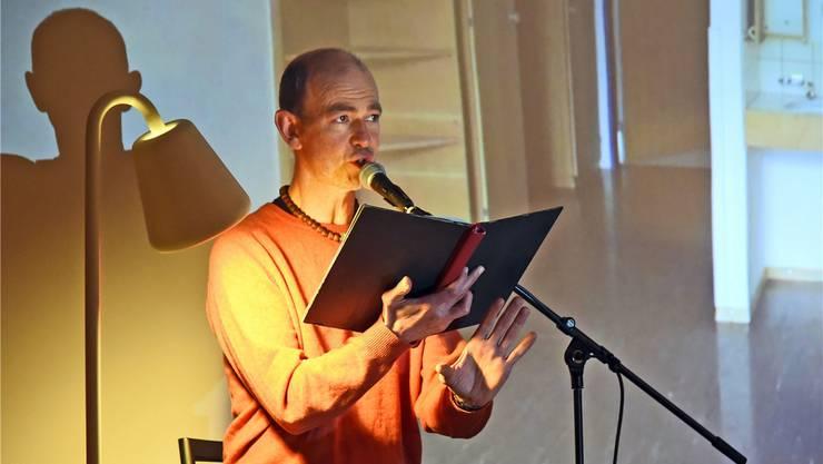 Haupterzähler Armin Kopp konfrontierte das Publikum mit ungewöhnlichen Fragen und Feststellungen.