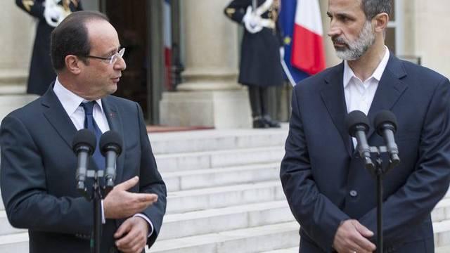 Erster Empfang bei einem Staatschef: Ahmed Muas al-Chatib (r.) mit François Hollande