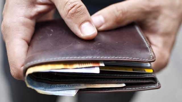 Die Täter hauten mit dem Geld ihres Opfers ab. (Symbolbild)