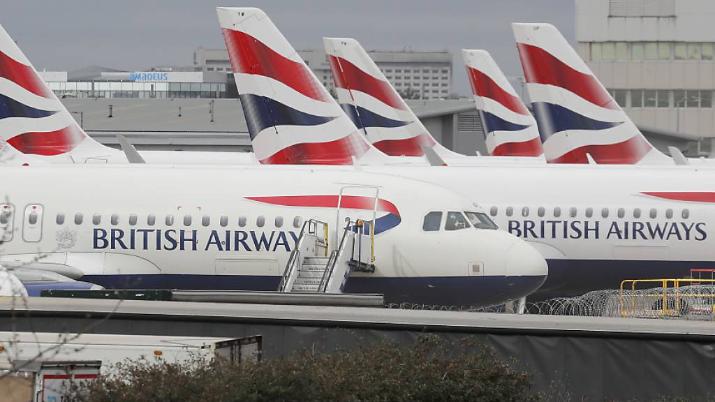 Der Einbruch des Flugverkehrs durch die Corona-Pandemie hat der British-Airways-Mutter IAG im vergangenen Jahr einen Riesenverlust von 6,9 Milliarden Euro eingebrockt. (Archivbild)
