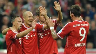 Bayern-Jubel um 1:0-Torschütze Robben (2. von links).