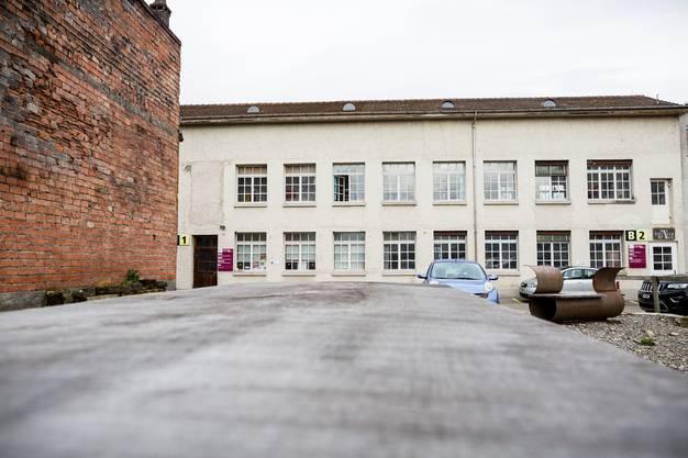 Unter dem Dach dieses unscheinbaren Gebäudekomplexes befindet sich das Industriemuseum Oberentfelden.