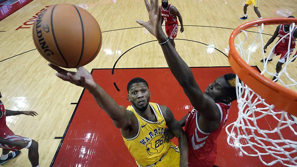 Clint Capela (rechts) und die Houston Rockets kommen immer besser in Fahrt und feierten zuletzt vier Siege in Serie