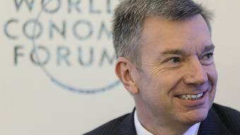 Der abtretende Adecco-Chef Patrick De Maeseneire (hier am WEF) wartet zum Schluss mit erfreulichen Zahlen auf.  (Archiv) ,