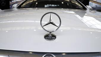 Die Coronakrise hat die Verkaufszahlen der Mercedes-Benz massiv schrumpfen lassen. (Archivbild)