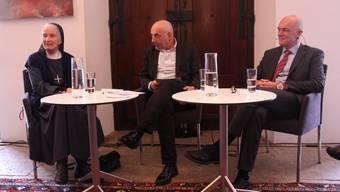 Iniga Affentranger, Tinu Niederhauser und Ferdinand Bürgi im Gespräch.