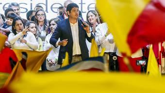 Der neu gewählte Präsident Costa Ricas, Carlos Alvarado, bei der Siegesrede vor seinen Anhängern.