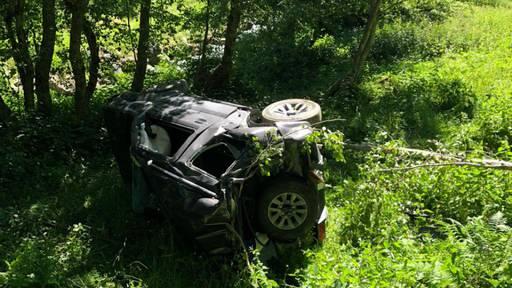 72-jähriger Autofahrer stürzt Hang hinunter und stirbt