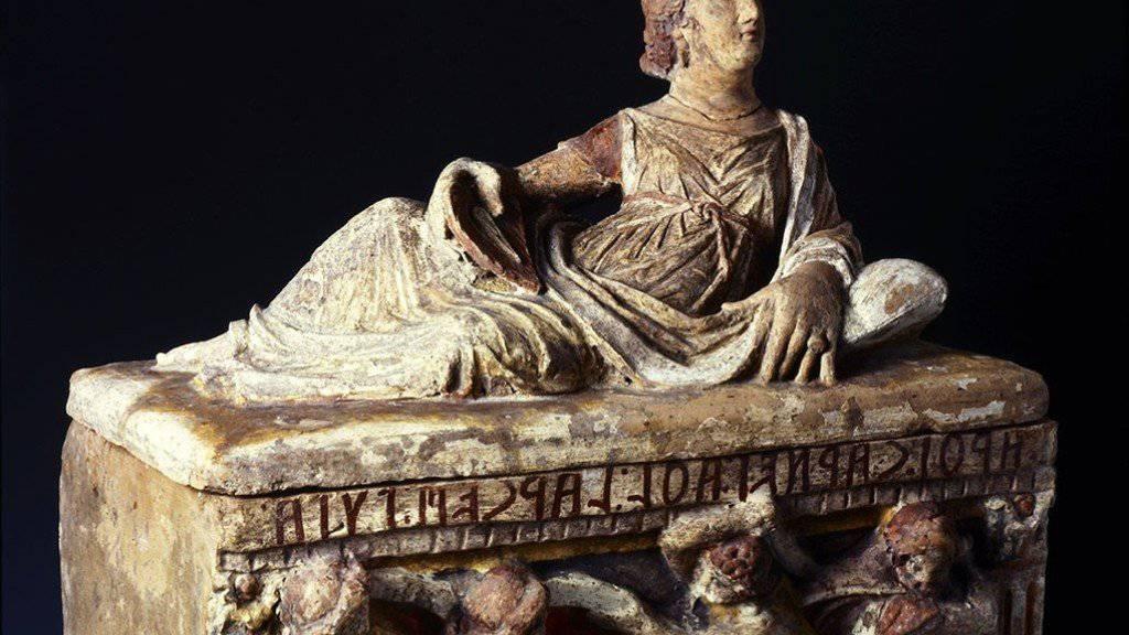 Ein Exponat aus der Etrusker-Ausstellung im Museum Allerheiligen in Schaffhausen: Asche-Urne der Larthi Carnei Athl, 3. Jahrhundert vor Christus. (zVg)