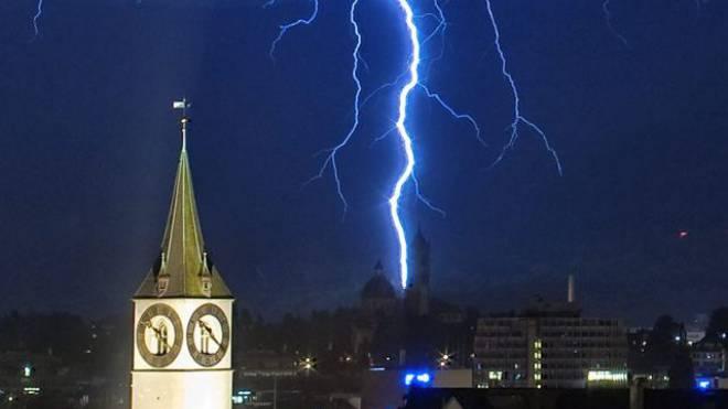 Besonders häufig schlagen Blitze in Berggipfel und im Tessin ein. Foto: HO