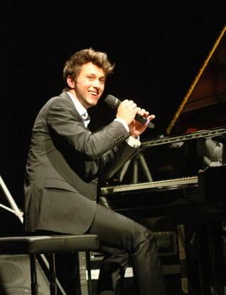 Luca Sestak erntete stehende Ovationen für seine Blues- und Boogie Woogie-Lieder