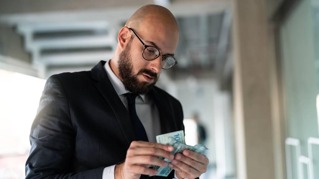 Milliarden-Löhne trotz Pleite für Credit Suisse Banker