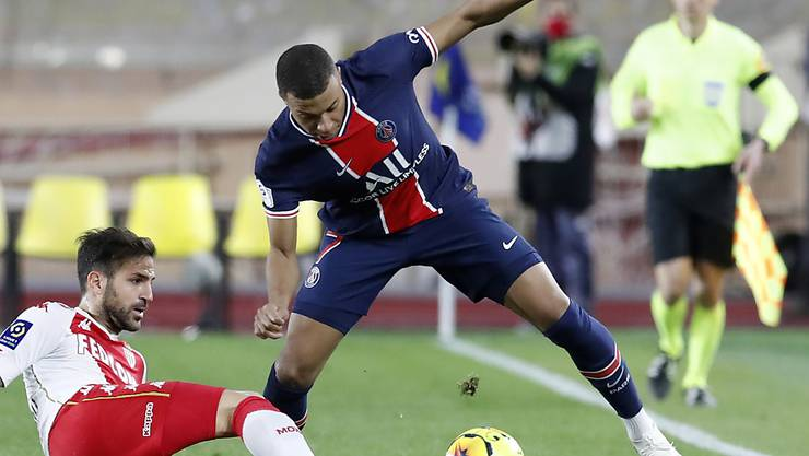 Der Pariser Doppeltorschütze Kylian Mbappé stellt die Hintermannschaft von Monaco vor Probleme - am Ende jubeln aber die Monegassen