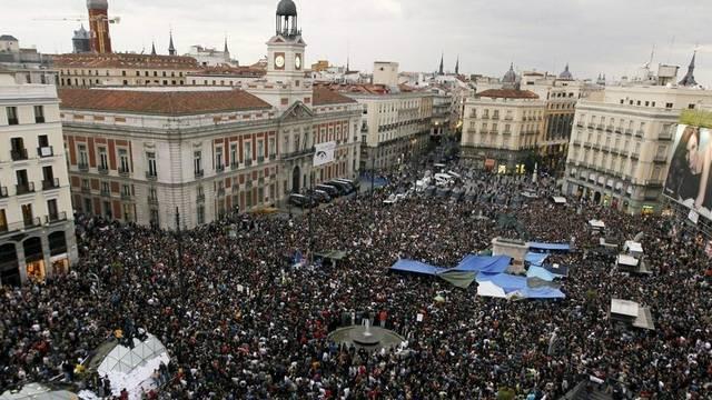 Grossdemonstration auf dem Platz an der Puerta del Sol in Madrid