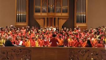 Die Kinder der Wolfsmatt-Unterstufe sangen Lieder in verschiedenen Sprachen.csb