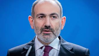 ARCHIV - Nikol Paschinjan, Ministerpräsident von Armenien, spricht bei einem Pressestatement im Bundeskanzleramt. Armeniens Sicherheitsdienste haben nach eigener Darstellung einen Anschlag auf Regierungschef Paschinjan vereitelt. Foto: Kay Nietfeld/dpa
