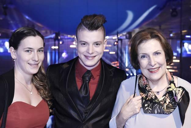 NAB Awards 2015 in der Umwelt Arena in Spreitenbach. im Bild von l.n.r: Norina Frey, Lucas Fischer, Christine Egerszegi-Obrist