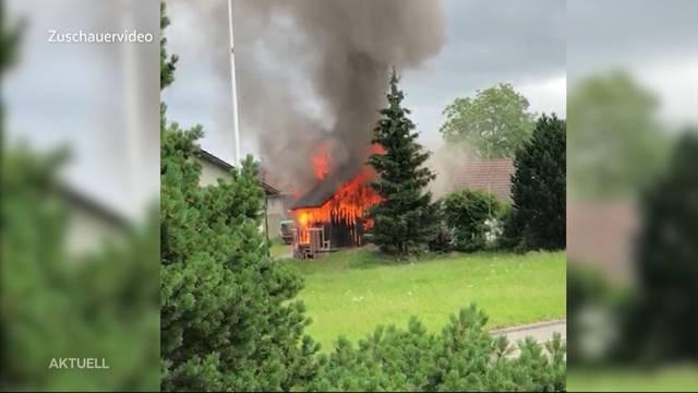Grosser Schaden: Scheune brennt in Gontenschwil nieder